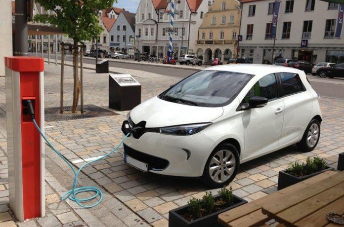 A Renault Zoe charging Werner Hillebrand-Hansen -Wikipedia