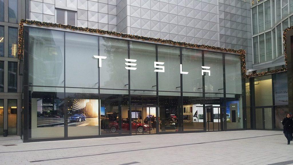 Tesla-Motors-Showroom-Stuttgart