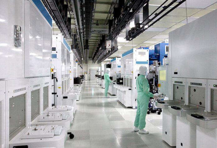 toshiba-semiconductor-CleanRoom